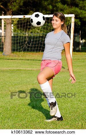фото девушки голые играют в футбол