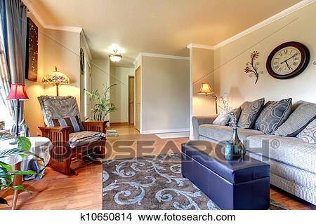 Stock foto elegante und einfache klassische wohnzimmer innere design k10650814 suche - Klassische wohnzimmer ...