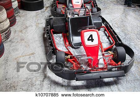 Banque d 39 image int rieur karting k10707885 recherchez for Karting interieur