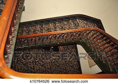 stock bilder treppenhaus mit holz gel nder und. Black Bedroom Furniture Sets. Home Design Ideas