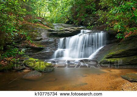 Stock foto beweging onduidelijke plek waterfalls vredig natuurterrein in blauwe kam - Poster muurschildering paysage ...