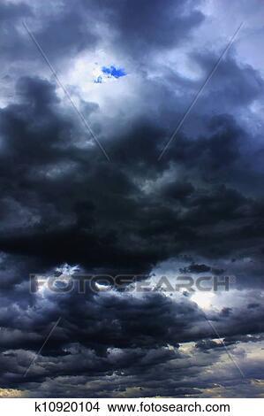 手绘图 - 有暴风雨的天空
