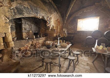 image moyen ge cuisine k11273297 recherchez des photos des images des photographies et. Black Bedroom Furniture Sets. Home Design Ideas