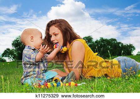 порно фото молоденьких мамок с маленькими сынами