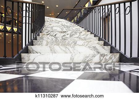 image marbre blanc escalier k11310287 recherchez des photos des images des photographies. Black Bedroom Furniture Sets. Home Design Ideas