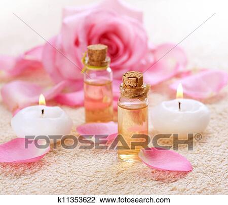 Banque de photo bouteilles de huile essentielle pour aromatherapy ros - Huile essentielle pour spa ...