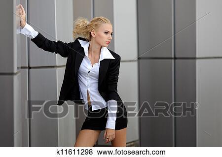 девушки в строгих кастюмах секси фото
