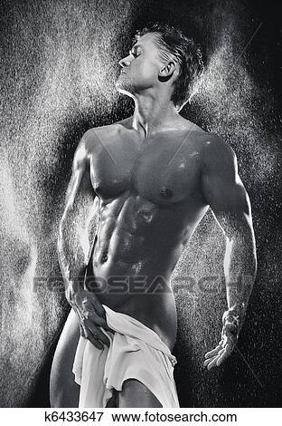фото женщин голых в душе