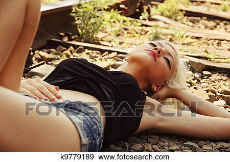 дівчата трахкаються вмашині крупним планом фото