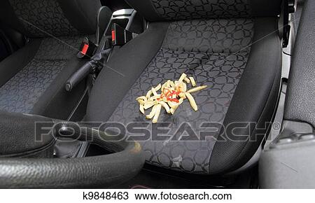 banque de photo d sordre frites renvers sur si ge voiture k9848463 recherchez des. Black Bedroom Furniture Sets. Home Design Ideas