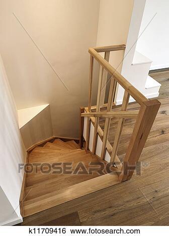stock bilder h lzern treppenaufgang k11709416 suche. Black Bedroom Furniture Sets. Home Design Ideas