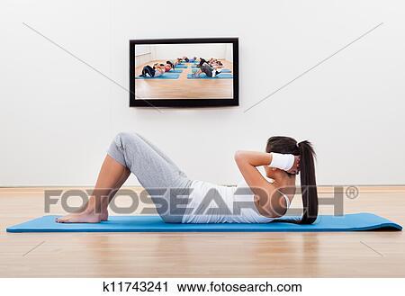 写真素材・動画素材・イラスト素材ストックフォト/写真素材 - 運動, 女性の解決, 家で