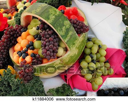 stock bilder frische frucht melone korb k11884006 suche stockfotografie posterbilder. Black Bedroom Furniture Sets. Home Design Ideas