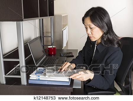 Femme de ville femme asiatique professionnelle