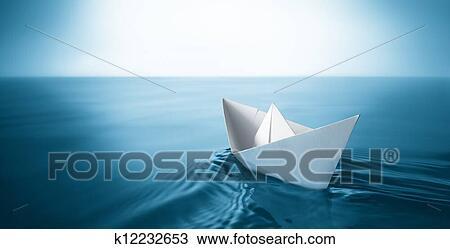 banque de photo bateau papier k12232653 recherchez des. Black Bedroom Furniture Sets. Home Design Ideas