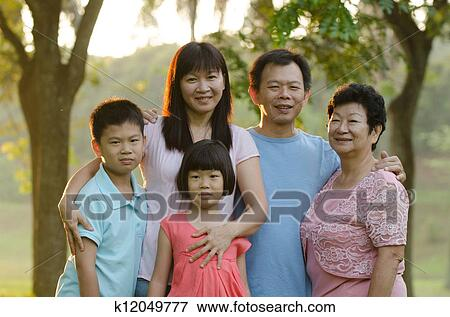 al aire libre niña asiatica
