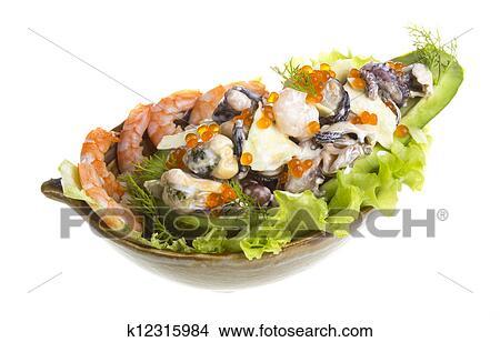 Салат из морепродуктов с икрой и авакадо фото