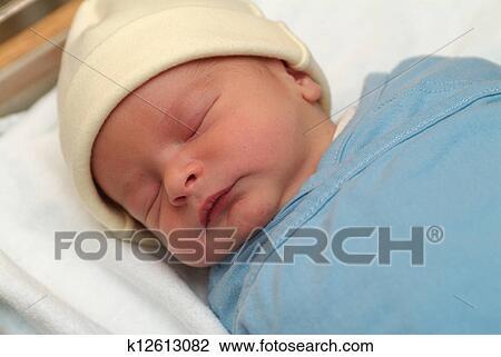 用襁褓包裹, newborn婴儿