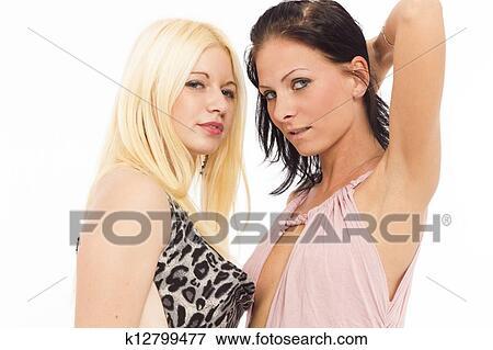 Dans un htel, deux lesbiennes dcident de laisser libre
