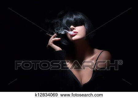 红嘴唇吐烟头像