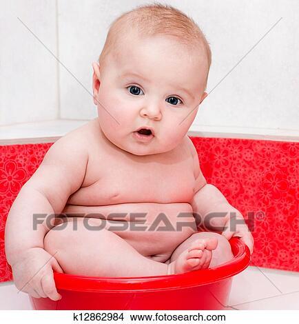 Stock foto baby baden k12862984 suche stockbilder wandbilder bilder und clip art fotos - Wandbilder baby ...