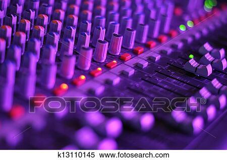 Stock afbeelding muziek mixer k13110145 zoek stock - Laag rots glazen tafel bobois ...