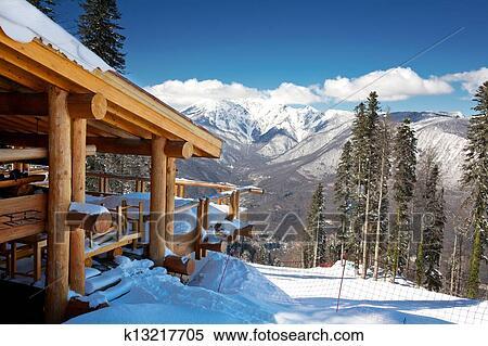 Stock afbeelding houten ski chalet in sneeuw berg overzicht k13217705 zoek stock foto 39 s - Interieur chalet houten berg ...
