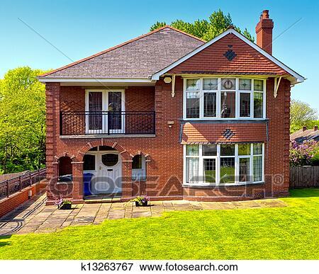 Image typique anglaise maison k13263767 recherchez des photos des imag - Maison anglaise typique ...