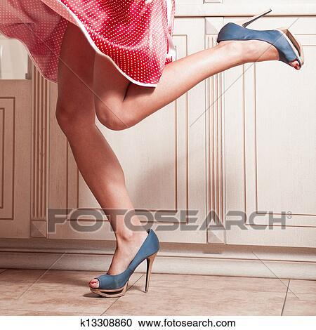 Banques de photographies belle femme jambes dans robe for Collant mural francais
