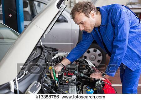 Banque d 39 images m canicien r paration a voiture dans for Reparation voiture garage