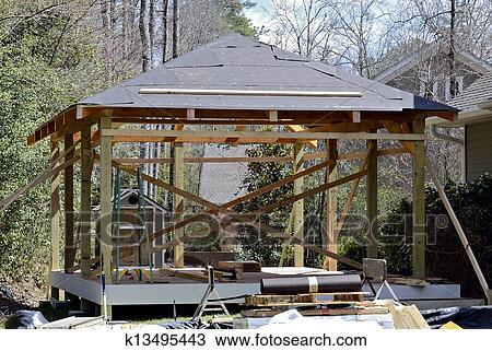 Archivio fotografico legno ponte costruzione k13495443 for Disegni ponte veranda