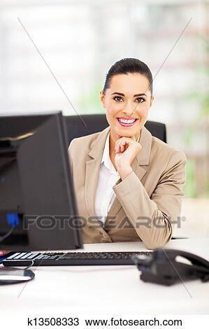 фото в офисе девушек