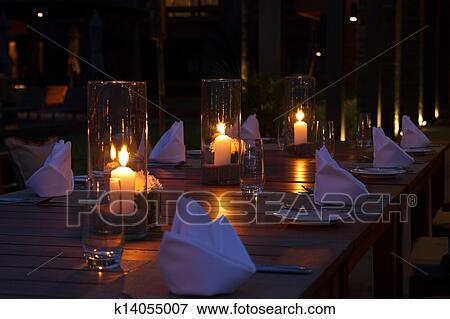 Image restaurant ext rieur tables monture k14055007 for Table exterieur restaurant