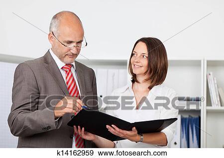 фотографии секретарей в офисе