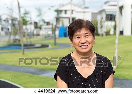 stock foto asiatische senior k14419624 suche. Black Bedroom Furniture Sets. Home Design Ideas