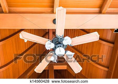 bilder klassisches holz decke ventilator mit wei glas lampen k14560428 suche. Black Bedroom Furniture Sets. Home Design Ideas