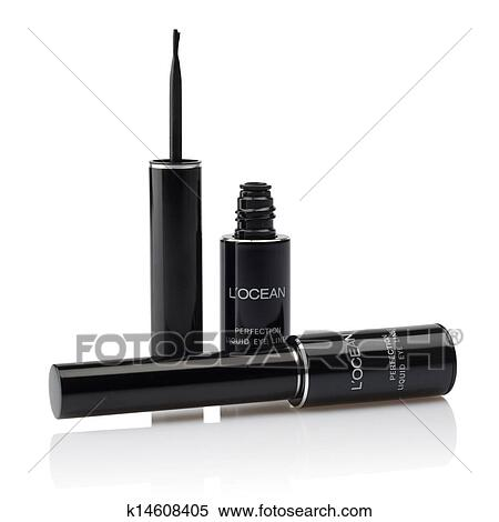 liquid eyeliner brush. liquid eyelinder brush over white eyeliner
