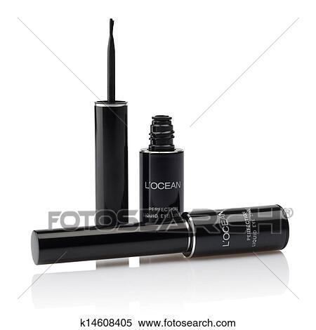 liquid eyeliner brush. liquid eyelinder brush over white eyeliner