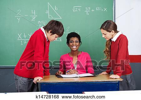 С учителем на столе 14 фотография
