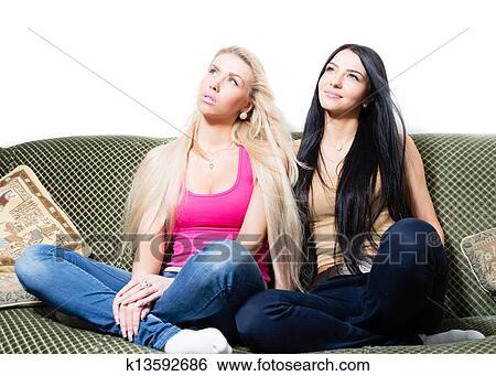 Две сексуальные молодые подружки