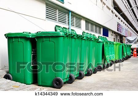 banque de photographies grand vert poubelles k14344349 recherchez des photos des images. Black Bedroom Furniture Sets. Home Design Ideas