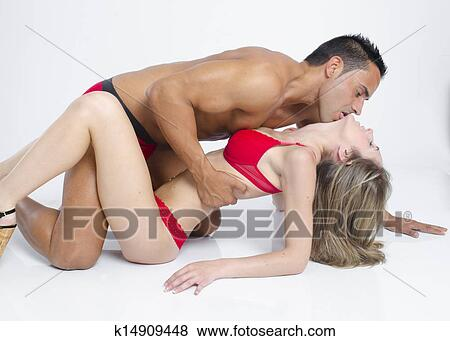 Pareja de jovencitos pillafos teniendo sexo al aire libre