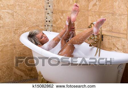 Фото в ванной женщины фото
