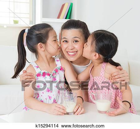 stock foto m gen asiatische familie k15294114 suche. Black Bedroom Furniture Sets. Home Design Ideas