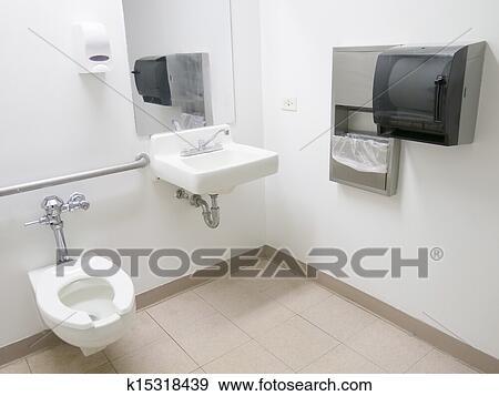 Banque de photographies h pital salle bains k15318439 - Salle de bain hopital ...