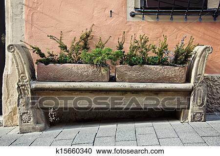 banques de photographies pierre taille banc dans vieille ville k15660340 recherchez des. Black Bedroom Furniture Sets. Home Design Ideas