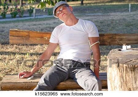 banque d 39 image homme sentiment effets secondaires apr s a drogue dose k15623965. Black Bedroom Furniture Sets. Home Design Ideas