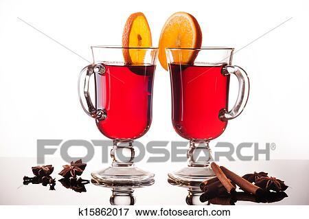 image vin chaud dans deux lunettes blanc k15862017 recherchez des photos des images. Black Bedroom Furniture Sets. Home Design Ideas