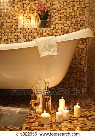 banque d 39 images maison salle bains int rieur bain moussant k15922956 recherchez des. Black Bedroom Furniture Sets. Home Design Ideas