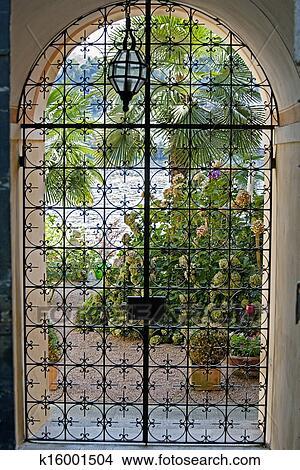 Archivio fotografico casa lago idilliaco vista dentro for Bellissimi disegni di casa dentro e fuori
